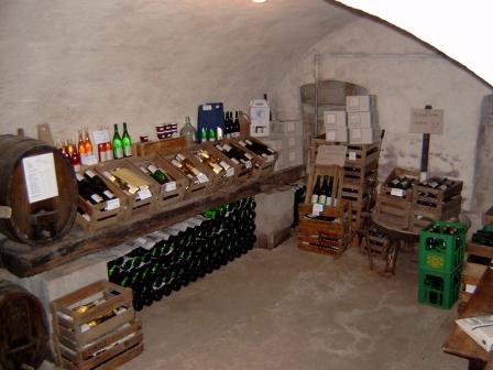 Weinverkauf im Gewölbekeller